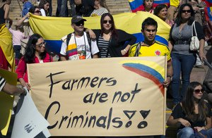Image right: Solidarity march in Melbourne, Australia: even Colombians far from home were shocked to learn how the US and EU trade deals have pushed Bogotá to criminalise farmers' seeds. (Source: Erik Anderson/Flickr)